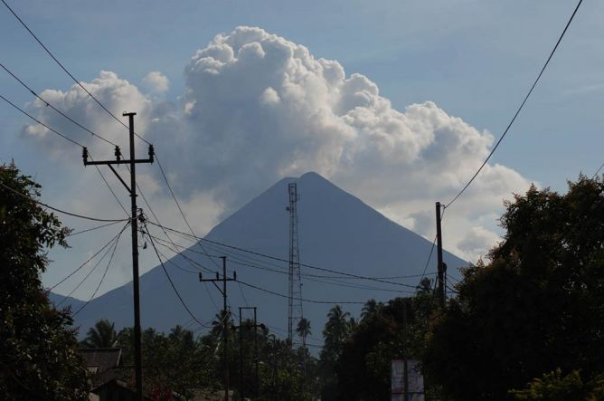 Gunung Soputan Meletus (foto: metrotvnews.com)