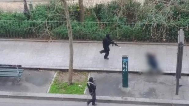 Satu Tersangka Teror Charlie Hebdo Menyerahkan Diri (foto: france24)