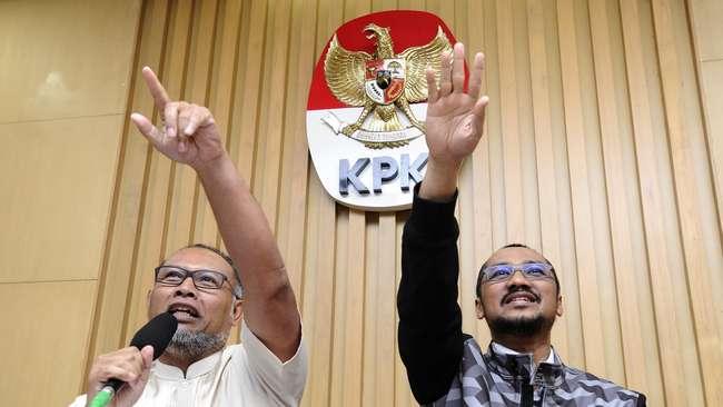 Wakil Ketua KPK Bambang Widjojanto (kiri) bersama Ketua KPK Abraham Samad (kanan) (foto: cnn indonesia)