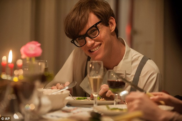 Eddie Redmayne yang berperan sebagai Stephen Hawking di The Theory of Everything (foto: AP)