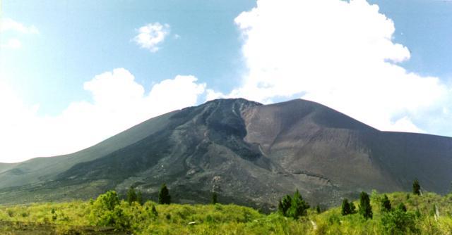 Gunung Soputan (foto: Wikipedia)