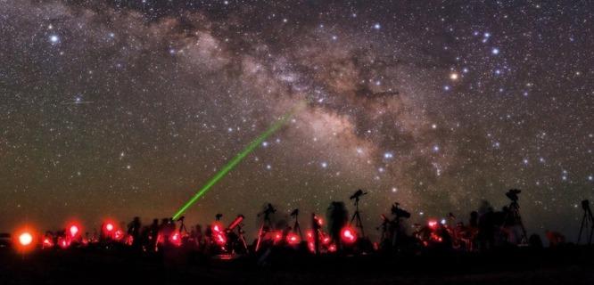 Ilustrasi: Para pecinta astronomi (foto: mashable)