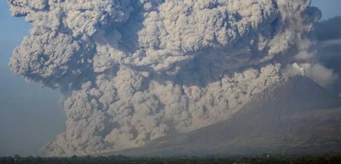 Gunung Sinabung meletus (foto: metrotvnews.com)