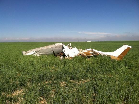 Puing-puing pesawat Cessna yang jatuh di Colorado 31 Mei 2014 lalu (foto: Reuters)