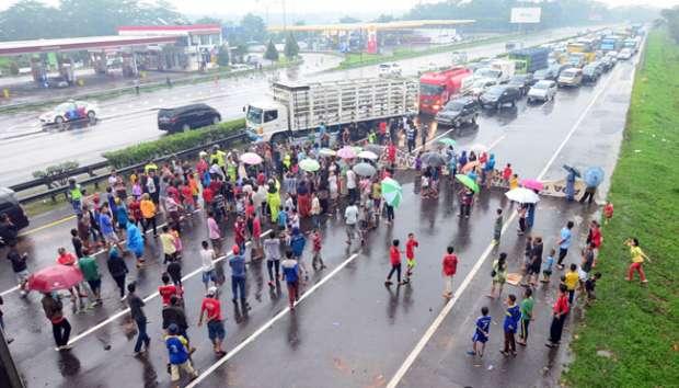 Unjuk Rasa di Tol Jagorawi (foto: Antara)