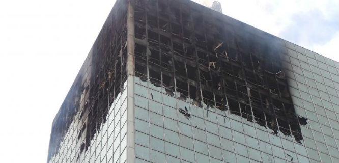 Wisma Kosgoro terbakar (foto: Kompas)
