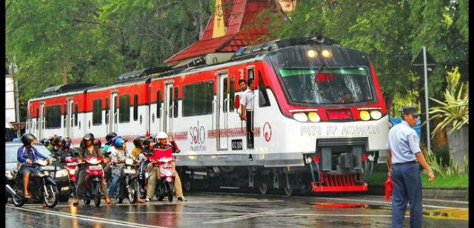 Railbus Solo-Wonogiri (foto: industrimiliternon.blogspot.com)