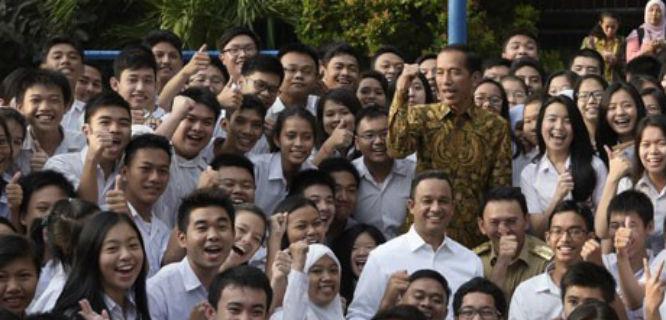 Jokowi, Anies, dan Ahok Inspeksi Pelaksanaan Ujian Nasional 2015 (foto: Antara)