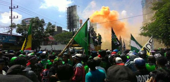 Demo Bonek Persebaya 1927 dan ormas lain tolak Kongres PSSI di Surabaya (foto: RevolusiPSSI)