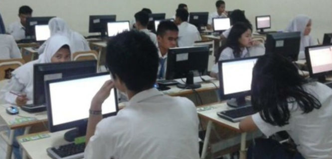 Suasana Ujian Nasional 2015 di SMA Negeri 78 Jakarta (foto: hai-online.com)