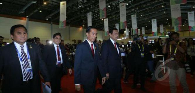 Presiden Jokowi memimpin napak tilas KAA 2015 (foto: liputan6)