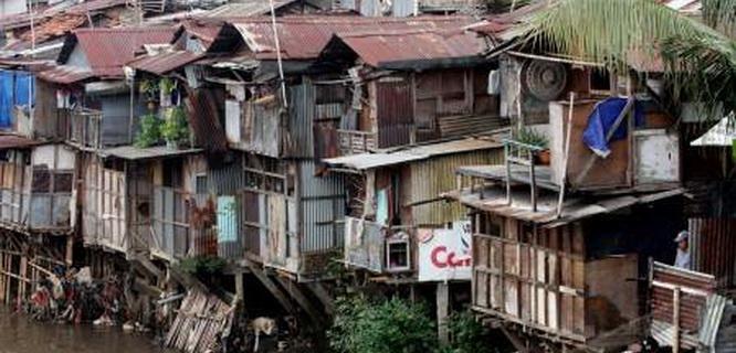 Bantaran Kali Ciliwung (foto: Antara)