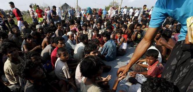 Pengungsi Rohingya dan Bangladesh (foto: Reuters)