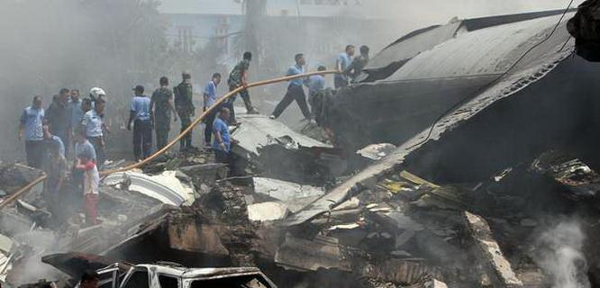 Pesawat Hercules jatuh di Medan (foto: CNN Indonesia)