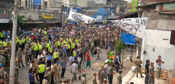 Kerusuhan Kampung Pulo (foto: Liputan6)