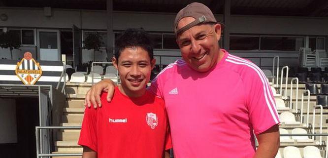 Evan Dimas Darmono bersama pelatihnya Oriol Alsina (foto: twiter @Evan_DD)