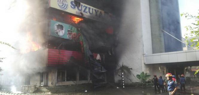Kebakaran Medan Plaza (foto: MI/ Puji Santoso)