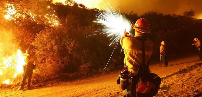 Ilustrasi kebakaran (foto: davidmcnew.com)