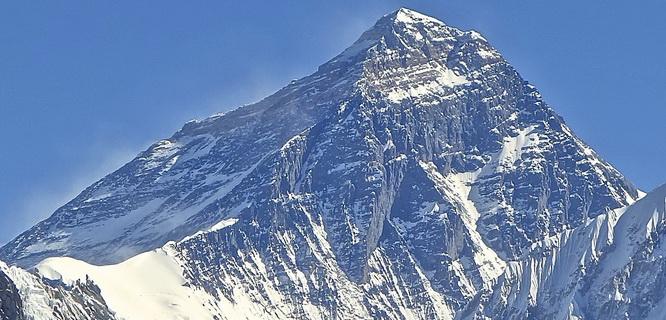 Gunung Everest (foto: himalayamasala.com)
