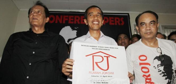 Jokowi bersama relawan Projo (foto: bisnis.com)