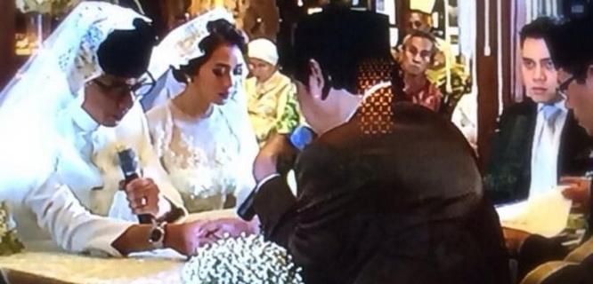 Wishnutama Kusubandio dan Gista Putri saat prosesi akad nikah