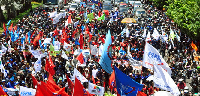 Demo Buruh (foto: beritatrans.com)