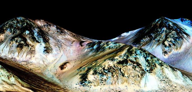 Ditemukan air di Mars (foto: Wired)