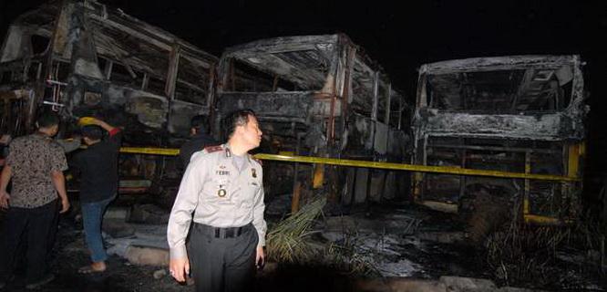 18 bus Trans Batavia terbakar (foto: Antara)