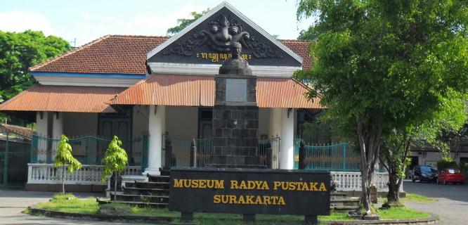 Radya Pustaka (foto: pulaubatik.com)