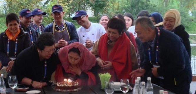 Yenny Wahid di acara ulang tahunnya (foto: Investor Daily)