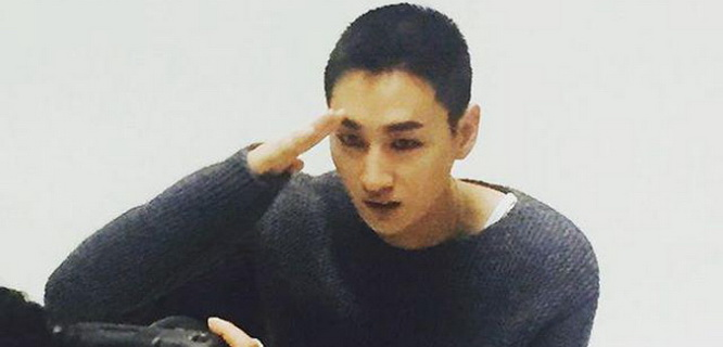 Foto Eunhyuk Super Junior berambut plontos sebelum wajib militer (foto: @west2side)