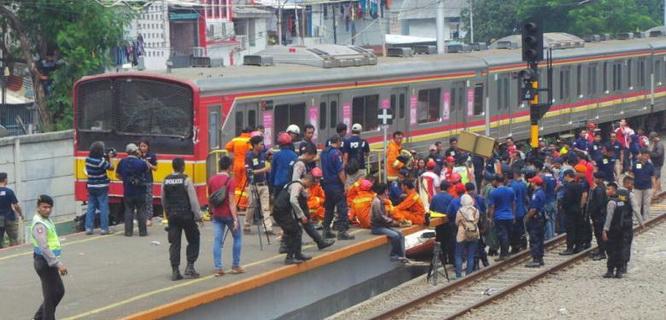 Kecelakaan KRL vs Metromini (foto: Kompas)
