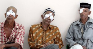Penderita katarak (foto: Antara)