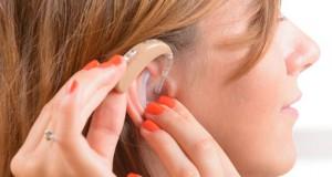 Ilustrasi tuli dan alat bantu dengar (foto: callcentrehelper.com)