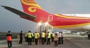 Tim Evakuasi Hong Kong Airlines yang Mengalami Turbulensi di Bandara Ngurah Rai Bali (foto: BPBD Bali)
