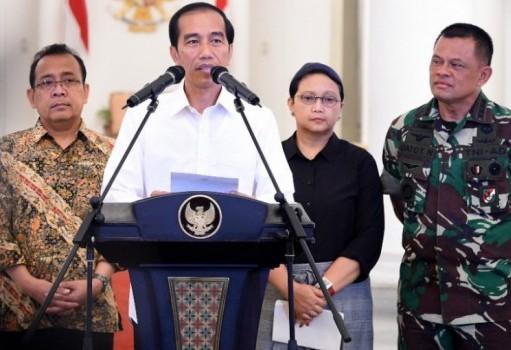 Mensesneg Pratikno, Presiden Jokowi, Menlu Retno Marsudi, dan Panglima TNI Gatot Nurmantyo (foto: Antara)