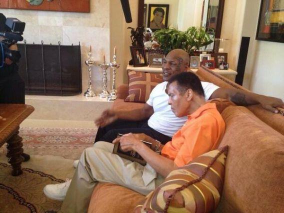 Mike Tyson dan Muhammad Ali