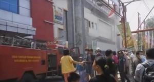 Aksara Plaza terbakar