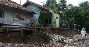 Ilustrasi tanah bergerak (foto: Vivanews)