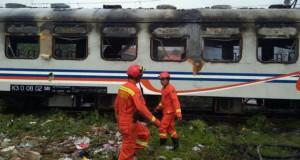 gerbong KA Kertajaya terbakar pada Kamis (25/8/2016) Foto: Twitter BPBDJakarta