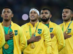 Timnas Brasil saat menerima medali emas Olimpiade Rio 2016 (foto: www.elpais.cr)