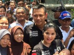 Agus Yudhoyono dan Annisa Pohan berkunjung ke Koja (foto: Kompas)