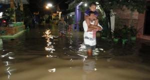 Banjir akibat meluapnya Sungai Bengawan Solo di Bojonegoro (foto: ANTARA)