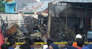 Ruku terbakar di Bengkulu (foto: Kompas)