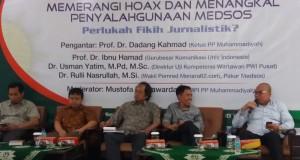 """Dialog Pers bertajuk """"Memerangi Hoax dan Menangkal Penyalahgunaan Medsos. Perlukah Fiqih Jurnalistik?"""" di Jalan Menteng, Jakarta Pusat, Selasa (21/2). (Suara Pembaruan/ Yustinus Paat)"""