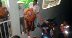 Evakuasi Penumpang KM Dharma Kartika (foto: Pojoksatu.id)