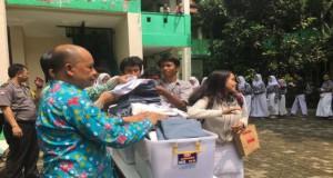 Aksi Donasi Seragam di Tangerang Selatan (foto: Okezone)