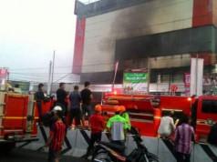 Kebakaran di Ramayana Pasar Minggu (foto: Indowarta)