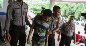 Petugas menangkap warga binaan yang kabur dari Rutan Sialang Bungkuk, Pekanbaru