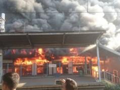 Stasiun Klender terbakar (foto: Tribunnews)